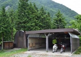 バイクガレージもあります。